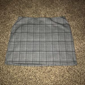 Divided Plaid Houndstooth Mini Skirt, Size Large